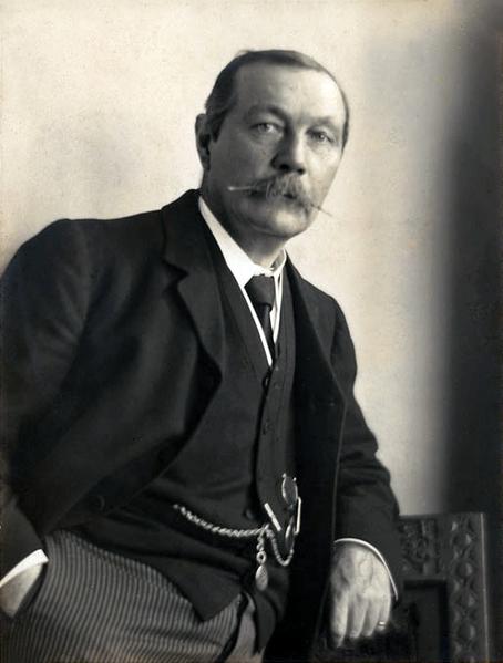 454px-Arthur_Conan_Doyle_by_Walter_Benington,_1914